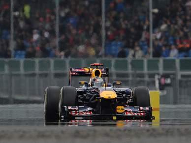 Vettel volta ao topo na terceira sessão de treinos livres