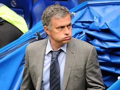 Mourinho faz apenas duas alterações no