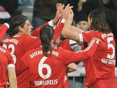 Bayern vence e aproxima-se do topo