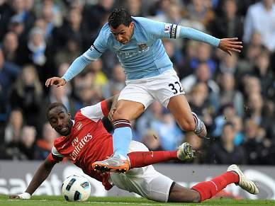 Arsenal e City discutem segundo lugar