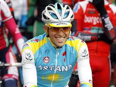 Contador arrasa no