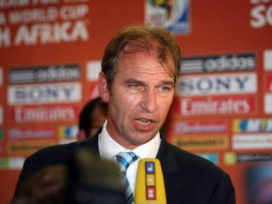 Pim Verbeek deixa a Austrália após o Mundial