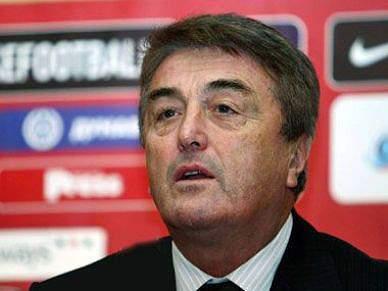 Radomir Antic espera uma reacção da Sérvia no próximo jogo