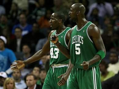 Celtics travam