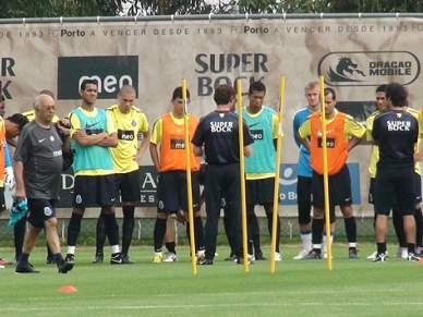 Guarda-redes júnior Maia chamado ao treino por Villas-Boas