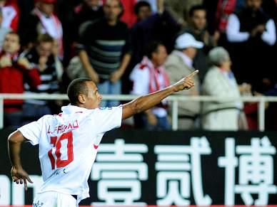 Luís Fabiano resolve contra o Villarreal