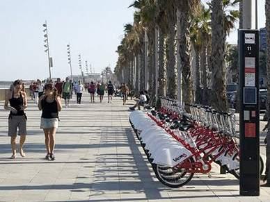 Pessoas de todo o mundo enchem diariamente corredores de mobilidade em Vilamoura