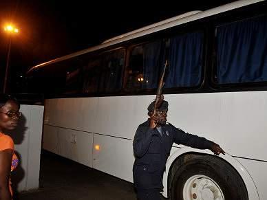 Autocarro da selecção do Togo no Aeroporto de Cabinda