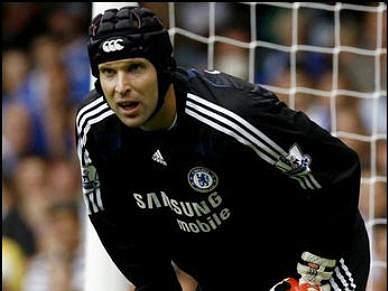 Petr Cech lesiona-se e abre luta pela titularidade