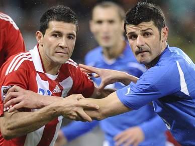 Paraguai trava Itália na estreia