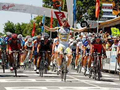 Alemão Andre Greipel é o primeiro líder, Armstrong 46.º