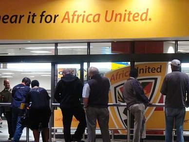 Adeptos começam a chegar ao aeroporto King Shaka