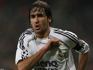 Real Madrid pede a Raul para continuar