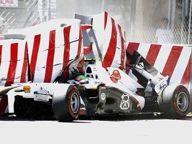 Mexicano Sergio Perez vai ficar mais uma noite no hospital