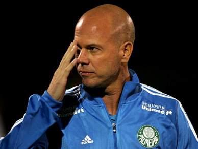 Palmeiras despede treinador após desentendimento com jogador