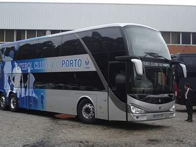 Autocarro do FC Porto e carro de Pinto da Costa apedrejados