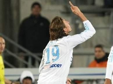 Marselha vence Paris Saint-Germain por 2-1