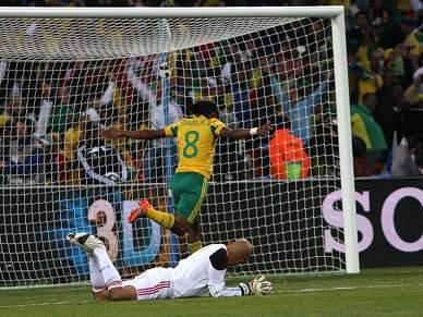 Chuteiras que marcaram o primeiro golo sul-africano vão ser peça de museu