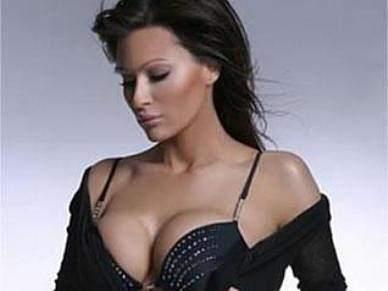 Cantora popular acusada de desviar dinheiro de transferências de jogadores