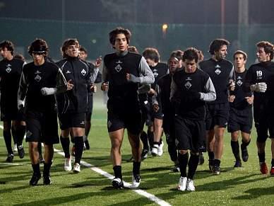 Clube formador pode pedir indemnização se jogador fizer primeiro contrato com outro clube