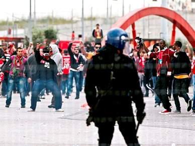 Ministro considera «inaceitável» clima de violência nos estádios