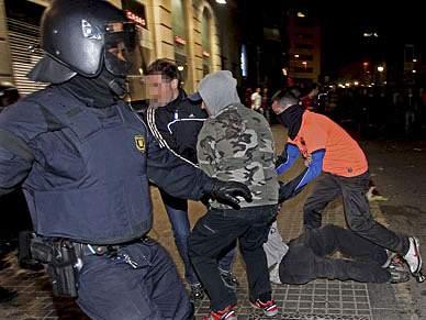 104 detidos e 119 feridos em celebrações de vitória do Barcelona