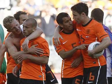 Sorte e Kuyt na vitória holandesa