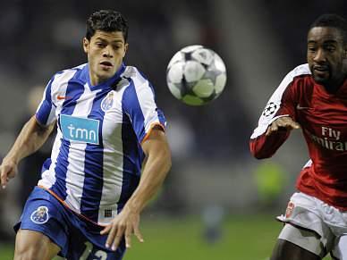 FC Porto, com Hulk, recebe Arsenal