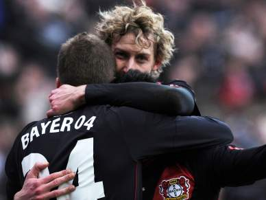 Bayer Leverkussen vence e 'recupera' Champions
