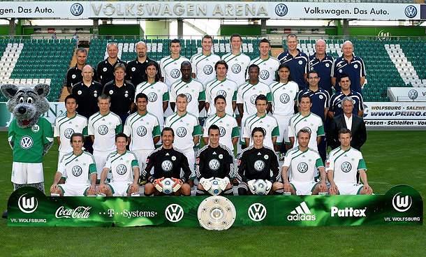 Wolfsburgo goleia e continua na luta pela manutenção