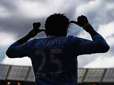 Adebayor pede tempo ao City