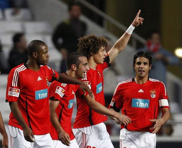 Benfica recebe Naval com Sp. Braga na mira