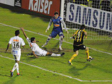 Santos e Peñarol empatam sem golos