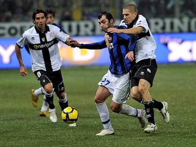 Inter de Milão empata em Parma