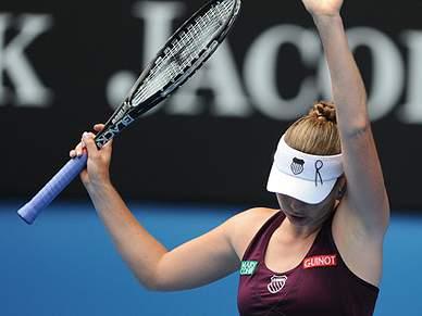 Zvonareva e Clijsters enfrentam-se nas meias-finais