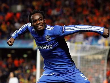 Essien desfalca Chelsea no mínimo quatro semanas