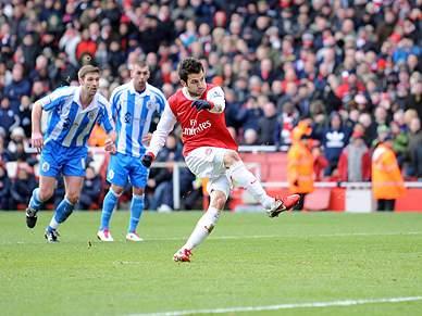 Penálti de Fabregas coloca Arsenal nos
