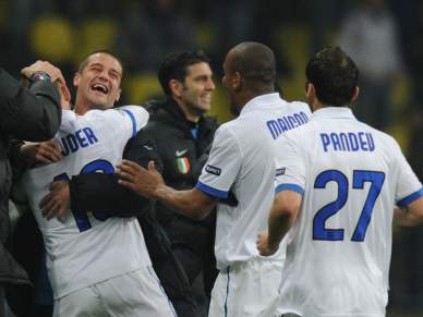 Sneijder carimba Inter nas meias-finais