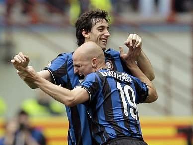 Mourinho vence, mas Roma não desarma