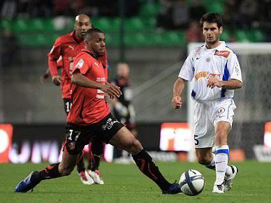 Rennes sofre primeira derrota, mas mantém-se na liderança