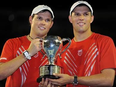 Irmãos Bryan conquistam segundo título consecutivo em pares