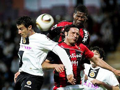 Golo de Toy dá vitória a algarvios e adia objectivo europeu dos madeirenses