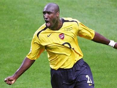 Sol Campbell volta a jogar pelo Arsenal