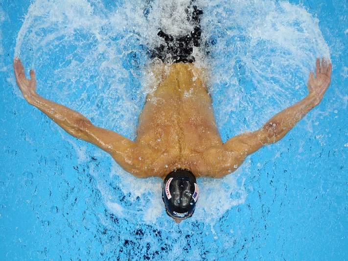 Pedro Oliveira bate recorde nos 100m costas