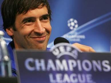 Raúl nega saída do Schalke 04