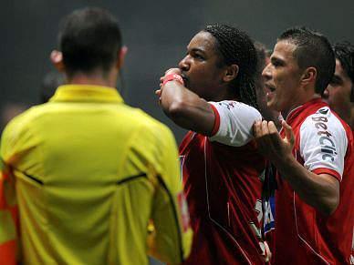 Braga bate rival Guimarães em derby escaldante