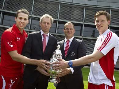 Ajax e Twente disputam título na última jornada