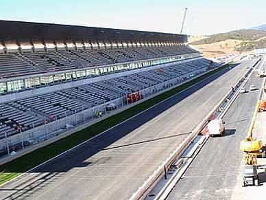 Nuvem de cinza adia provas no autódromo do Algarve
