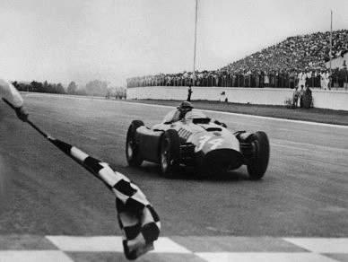 Juan Manuel Fangio nasceu há 100 anos