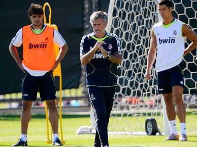Mourinho fecha treino à comunicação social